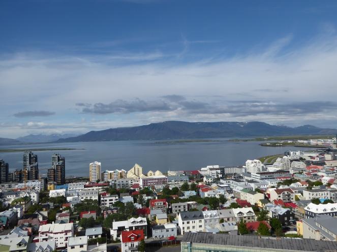 Vue-sur-Reykjavik-hallgrimskirkja